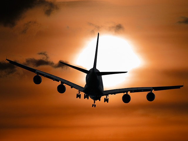letadlo v noci