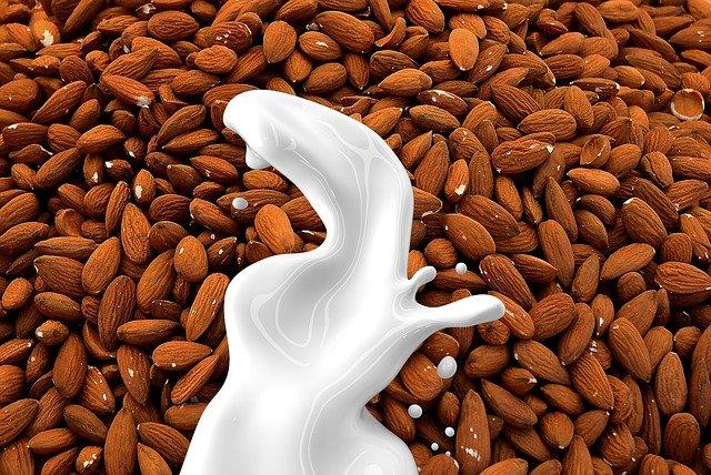 mléko z mandlí
