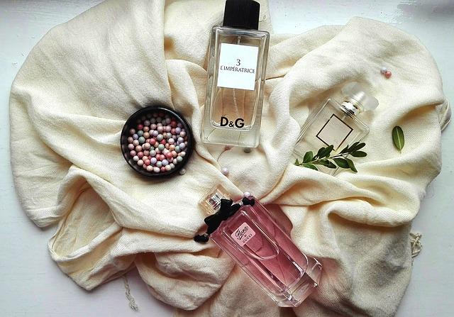 parfém a pudr