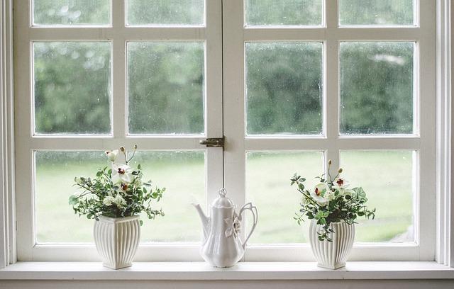konvice na okně