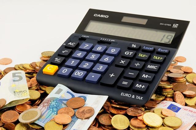 kalkulačka na penězích.jpg