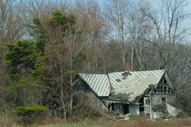 rozpadlá nemovitost