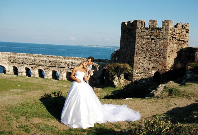Svatební fotka nevěsty s ženichem