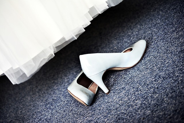 svatební obuv, bílé lodičky